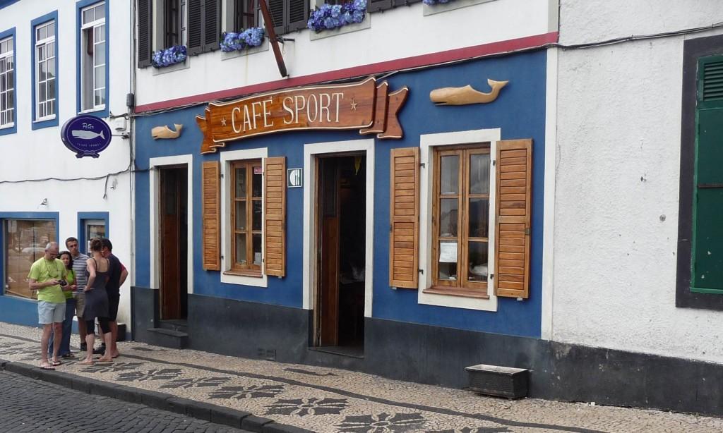 Pub mythique de marins le cafe des sports Horta