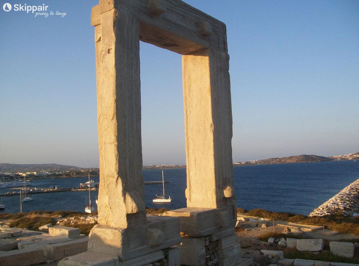 Entrée du temple d'Apollon, sur l'île de Naxos - Skippair