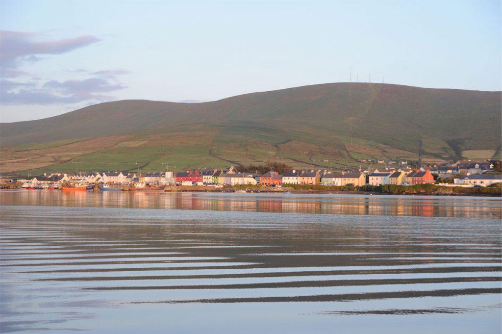 Le port de Portmagee et ses façades multicolores, en Irlande - Skippair