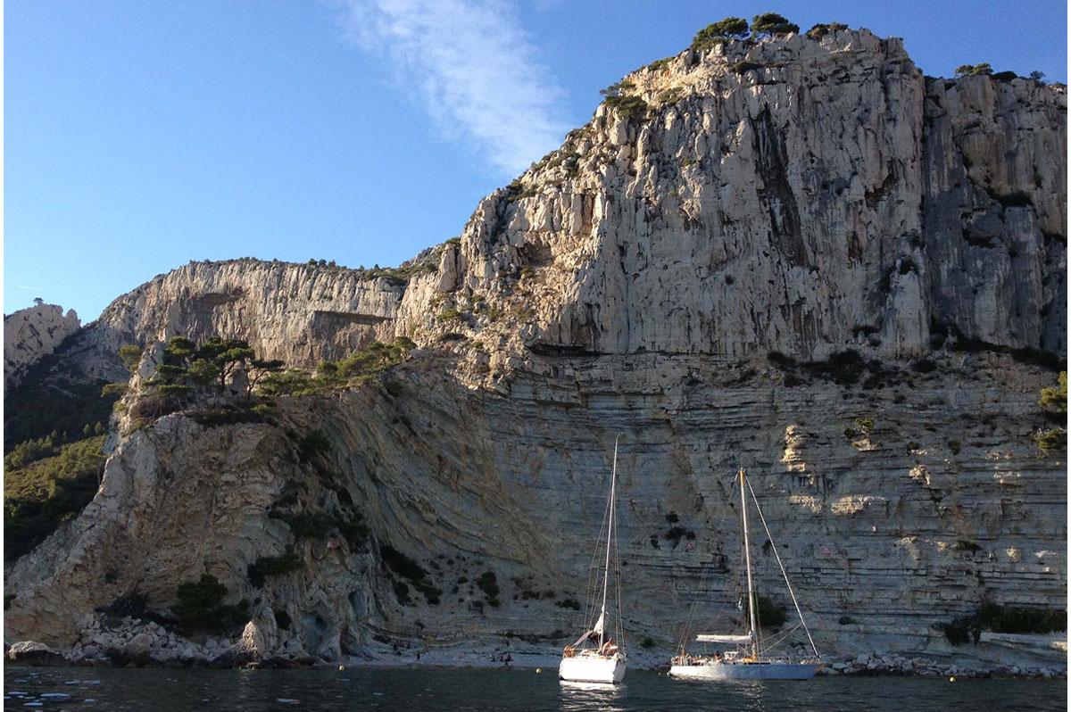 Les calanques de Marseille, un lieu privilégié pour la croisière en voilier
