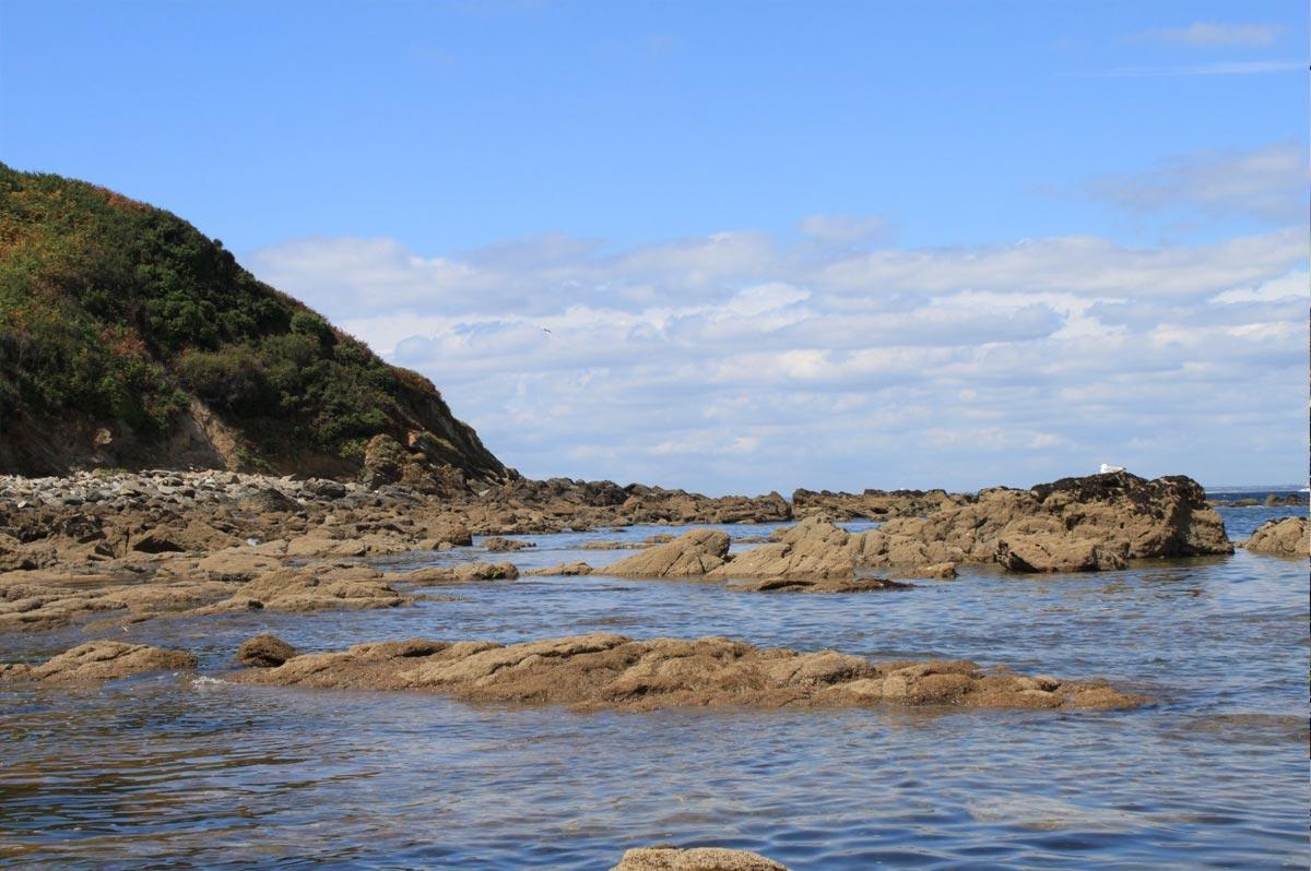 La côte sauvage de l'île de Groix, dans le Morbihan